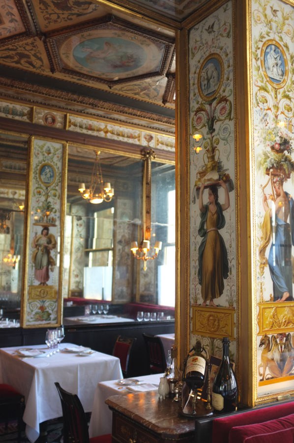 The most beautiful room in paris le grand v four for Most beautiful dining rooms in paris