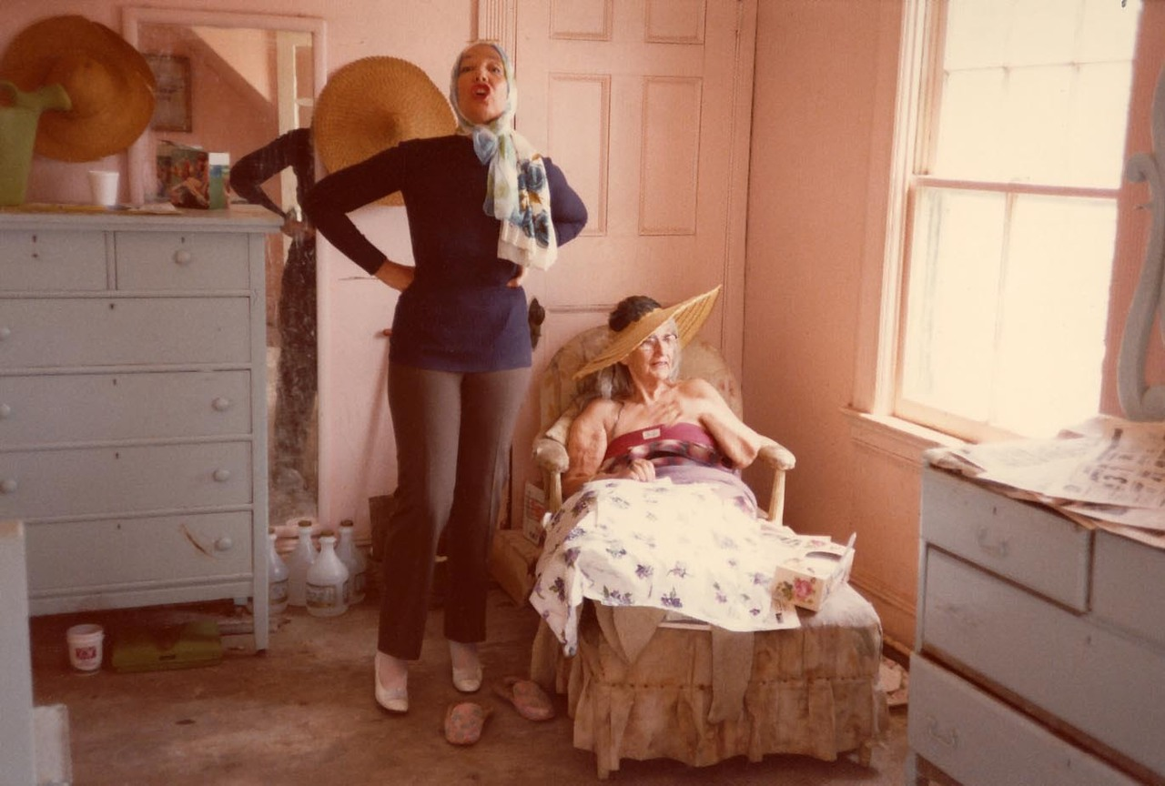 Big Edith and Little Edie in Grey Gardens during filming